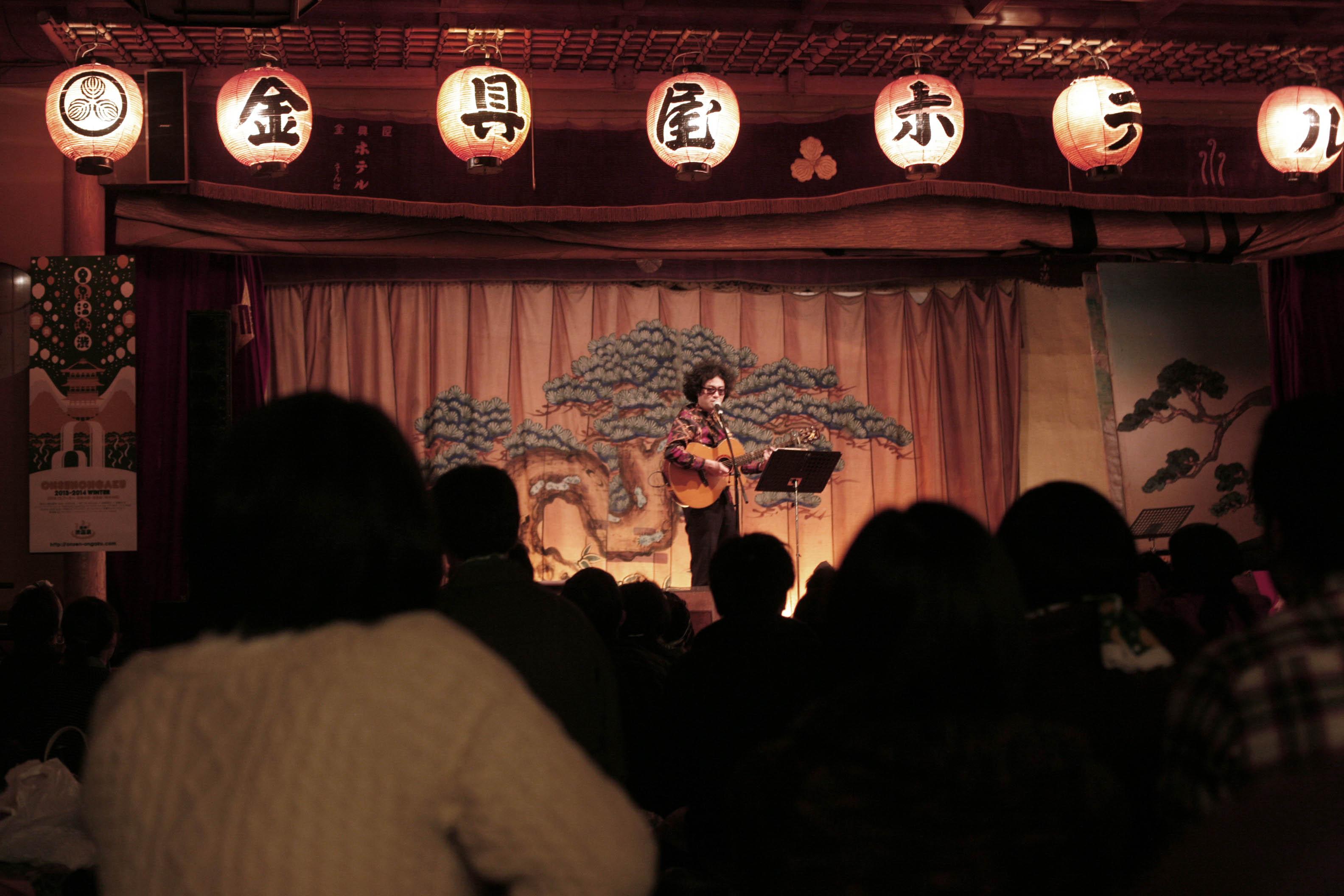 温泉音楽のステージ